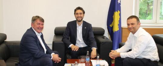 Kryetari i FSSHK-së diskuton me Ministrin e Shëndetësisë për Ligjin e Pagave